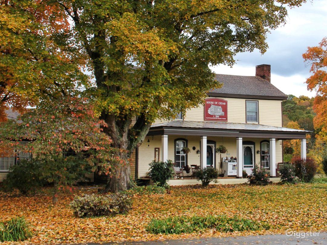 Restored 1800 Farmhouse Near Nashville Photo 1