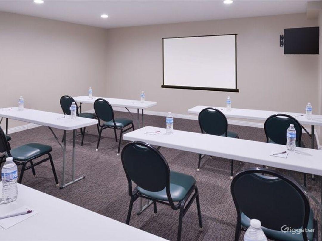 Elegant Meeting Room in LA Photo 1
