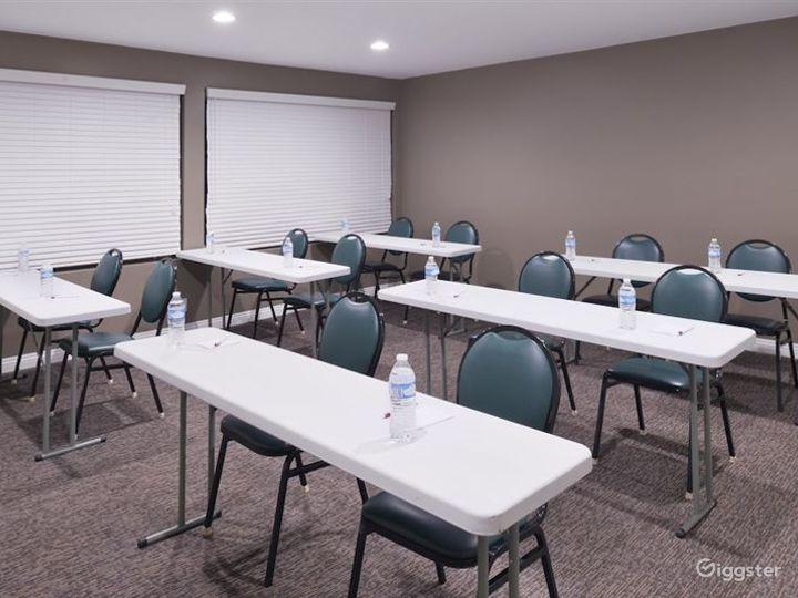 Elegant Meeting Room in LA Photo 4