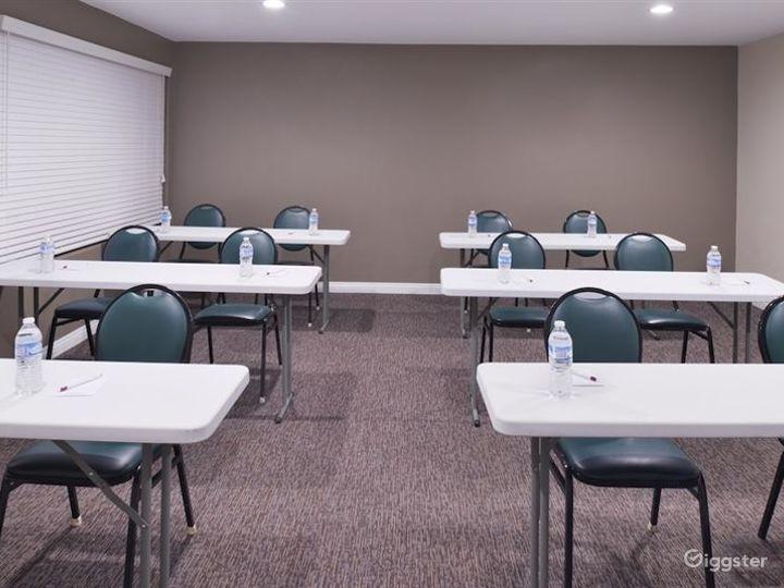 Elegant Meeting Room in LA Photo 3