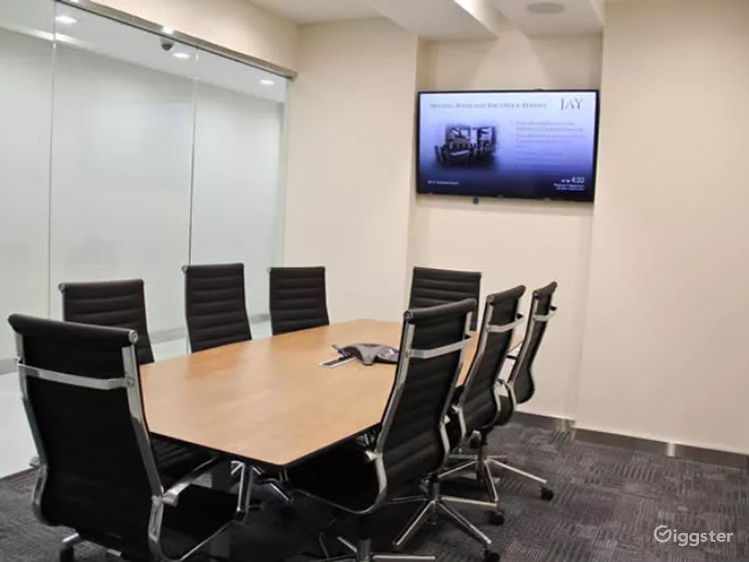 Time Square Briefing Room Photo 1