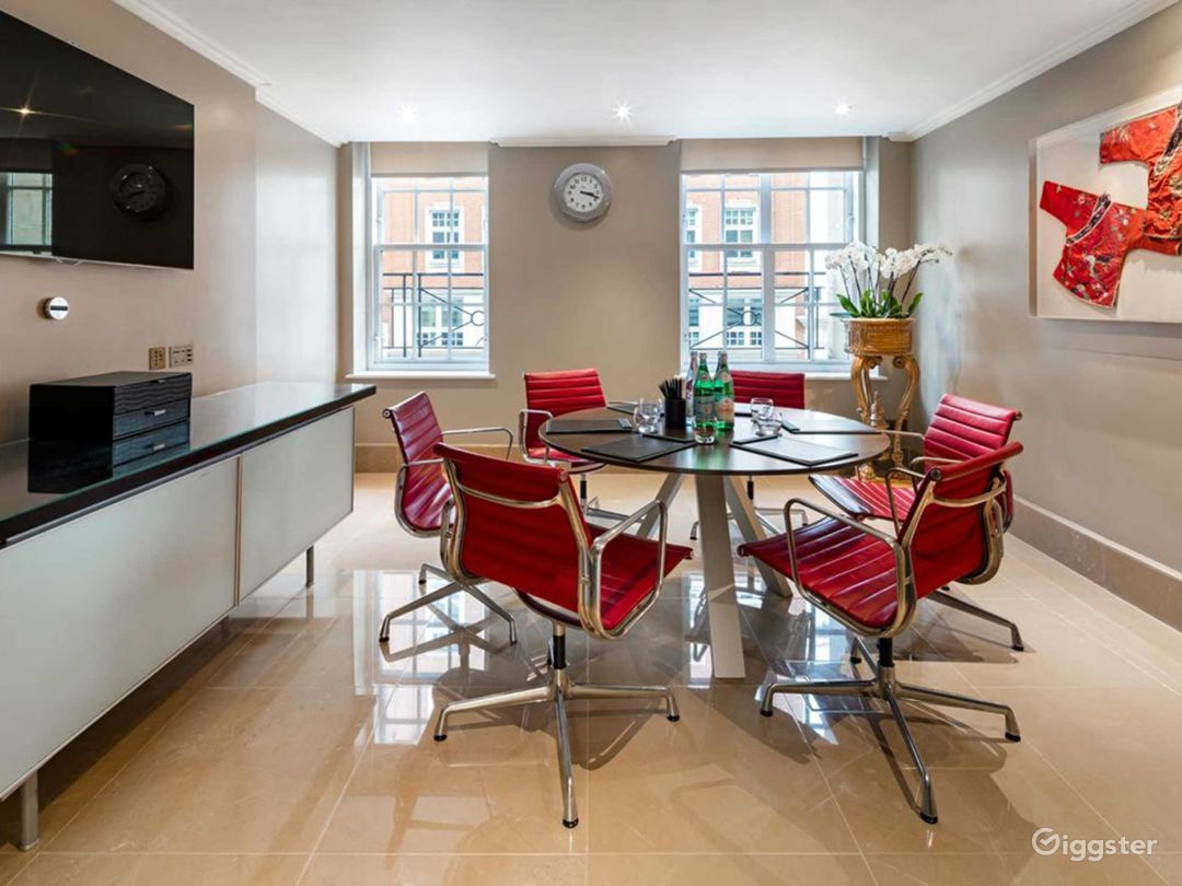 Dashing Private Suite 6 in Mayfair, London Photo 1