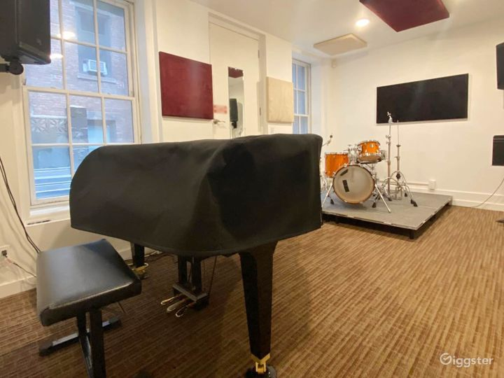 Equipped Old Style Studio with Brand New Kawaii Grand Piano in NY Photo 4