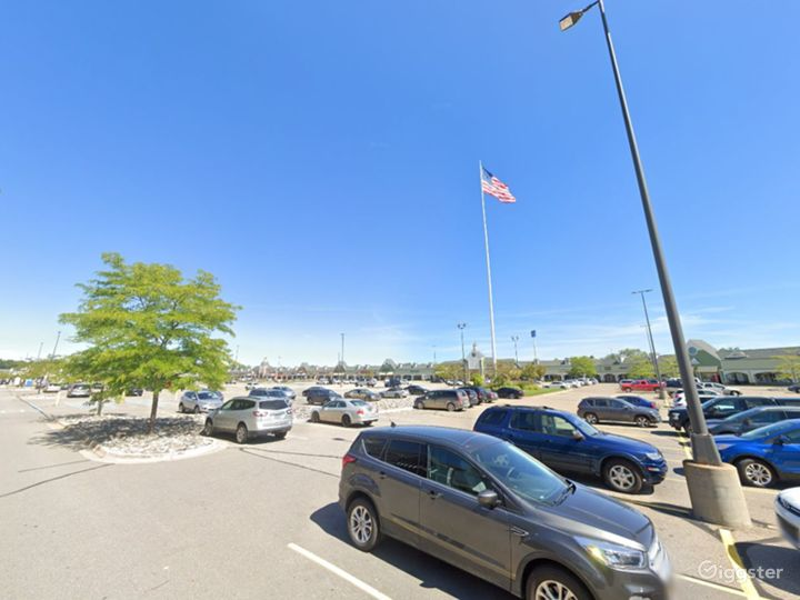 Spacious Parking Lot in Howell Photo 3