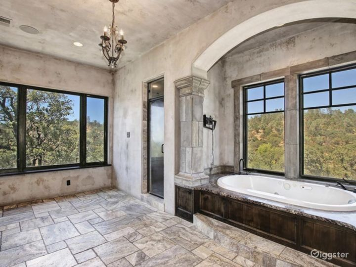 Master with steam shower and jacuzzi