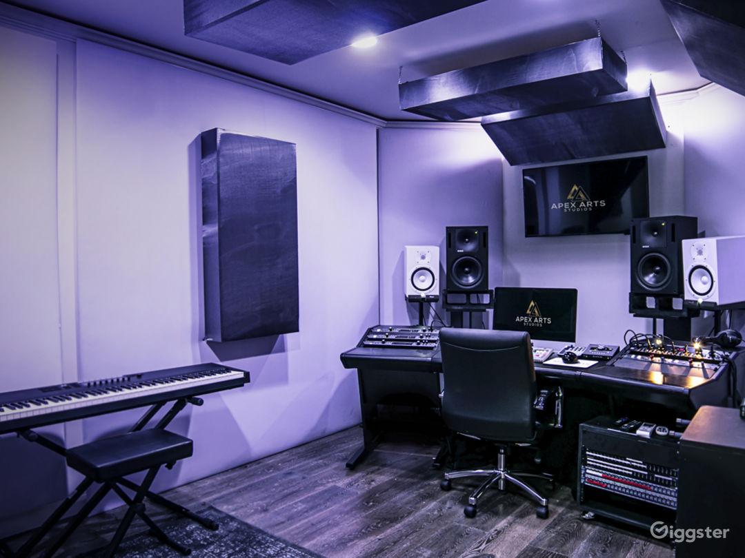 Fully Loaded Analog Hybrid Recording Studio Photo 4