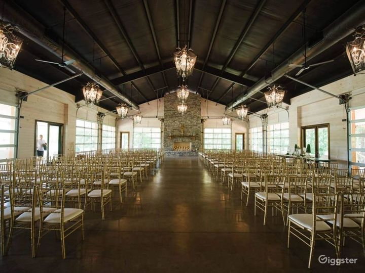 Rustic Venue with a Picturesque Meadow Backdrop  Photo 3