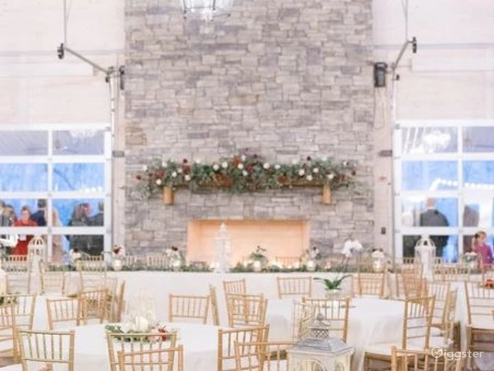 Rustic Venue with a Picturesque Meadow Backdrop  Photo 4