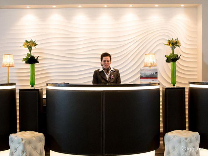 Modern Club Lounge in Blackfriars, London Photo 3