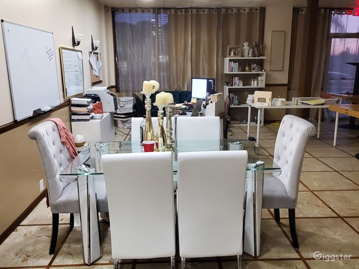 Contemporary small office in Montebello  Photo 3