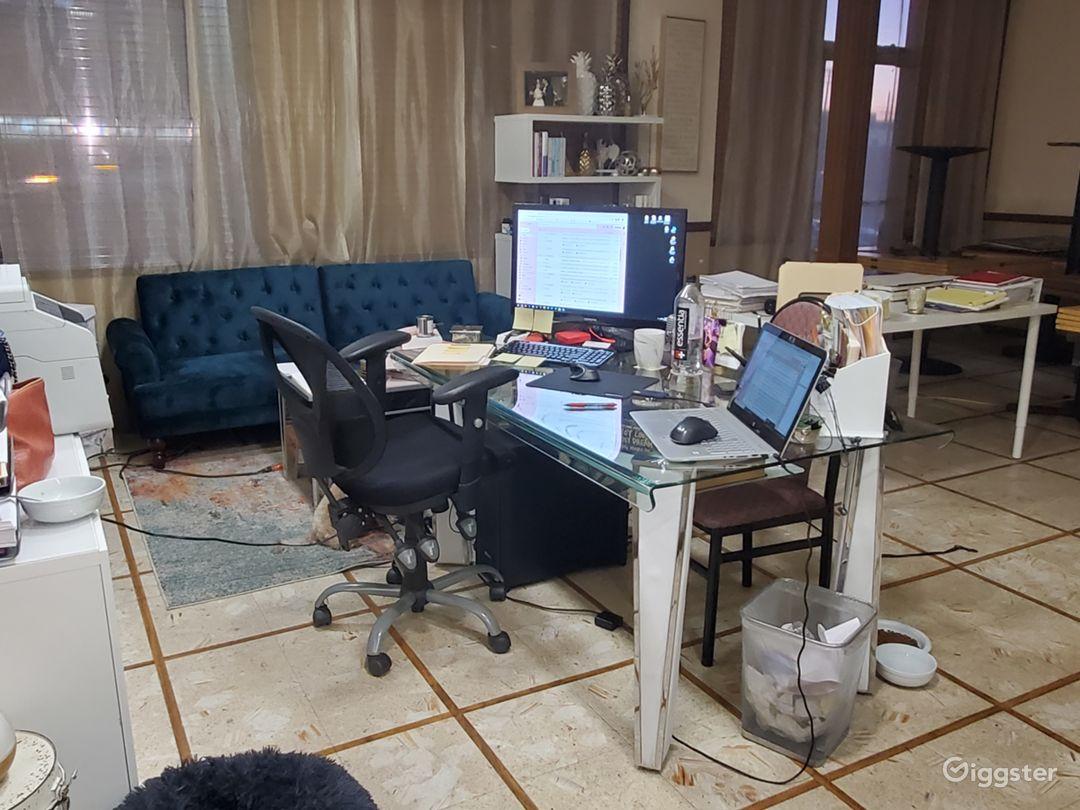 Contemporary small office in Montebello  Photo 1