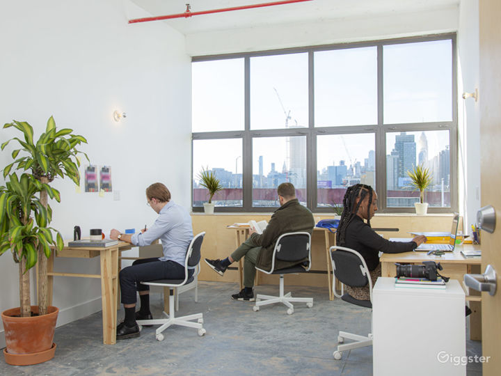 Modern and Dynamic Office Space with Natural Light Photo 5