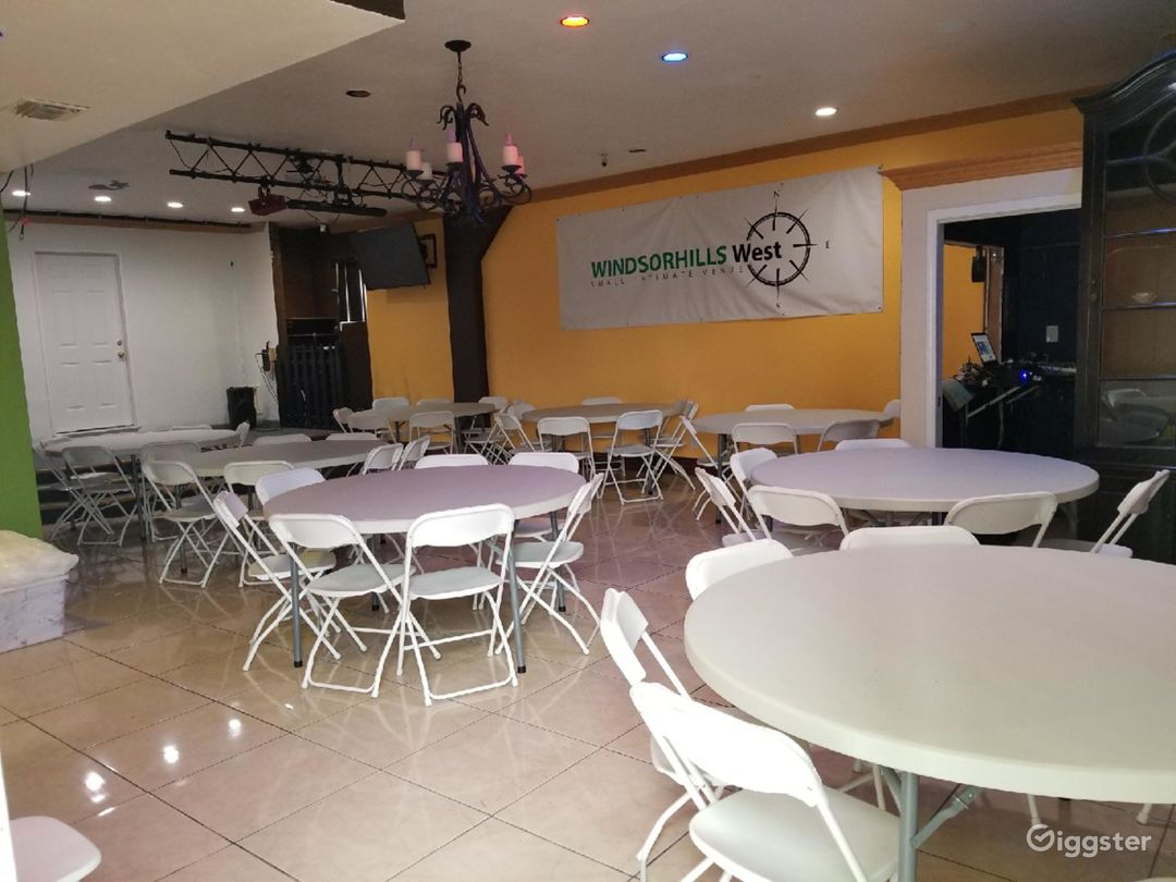You can set the room any way you want with your choice of tables, chairs, stage sets for film production, etc.
