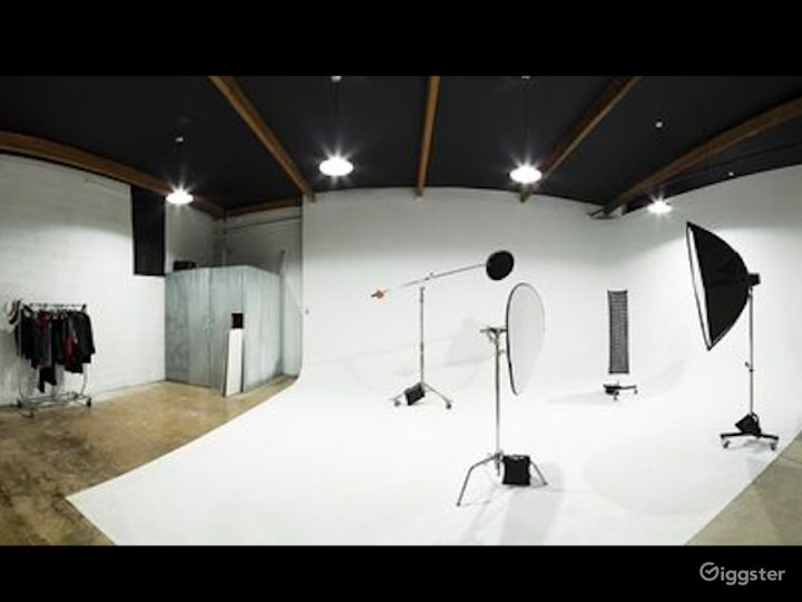 Well-equipped  Studio in Phoenix Photo 3