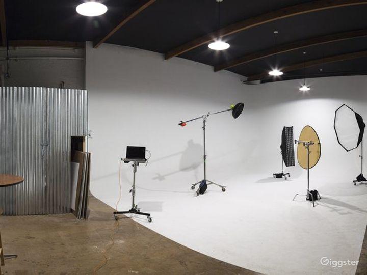 Well-equipped  Studio in Phoenix Photo 2