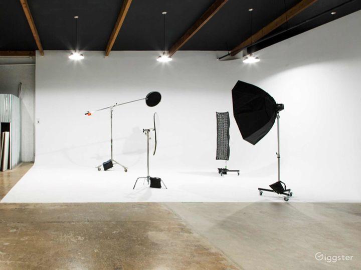 Well-equipped  Studio in Phoenix Photo 4