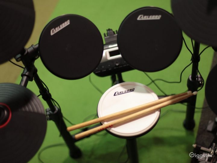 A Recording Studio with High Quality Music Recording Photo 5