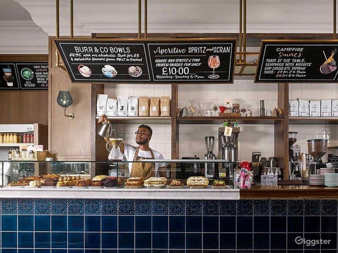 Cosy Coffeehouse in Edinburgh  Photo 1
