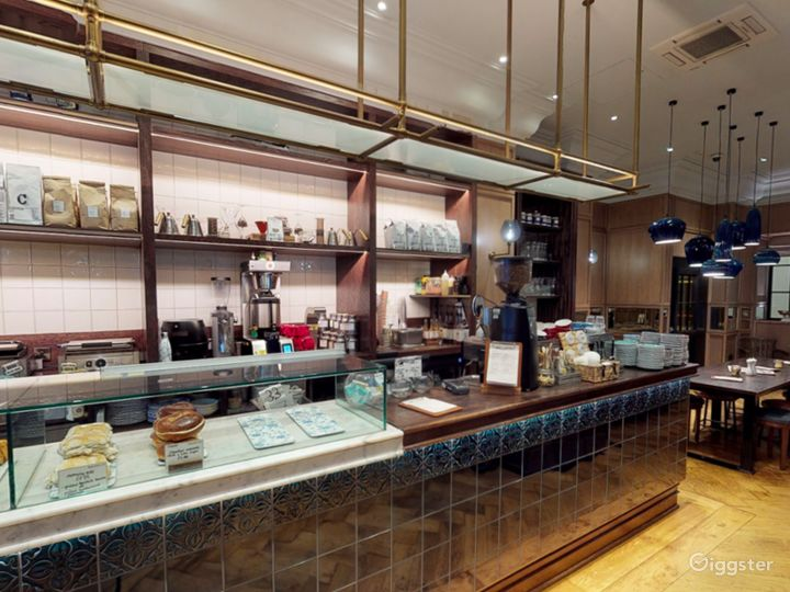 Cosy Coffeehouse in Edinburgh  Photo 3