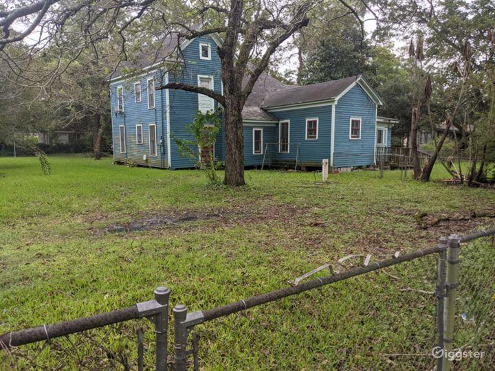 Forgotten timber farmhouse Photo 2