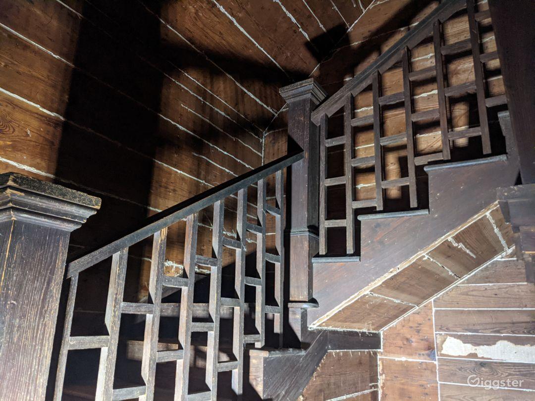 Forgotten timber farmhouse Photo 1
