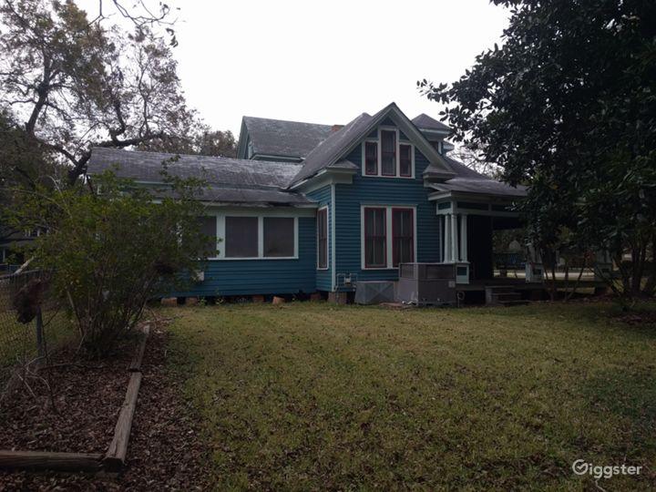 Forgotten timber farmhouse Photo 3