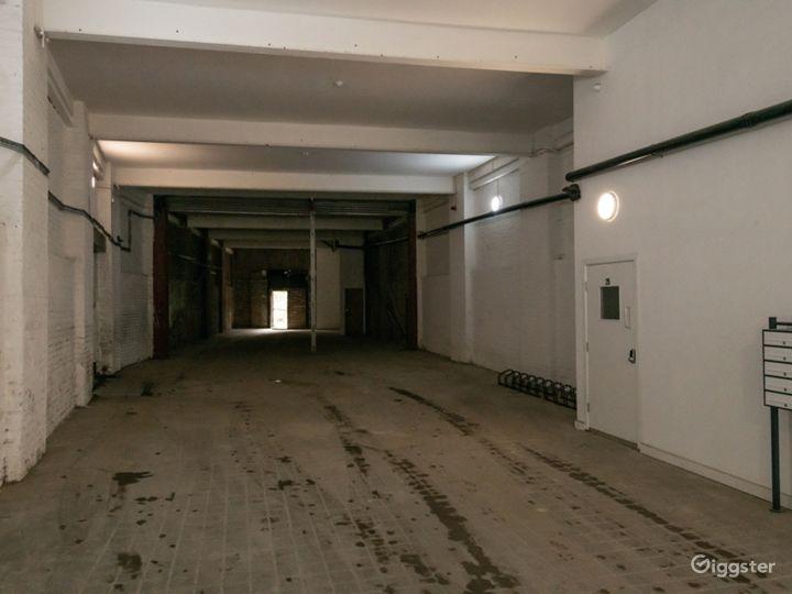 Spacious Exposed Brick Walls Facility in London Photo 3