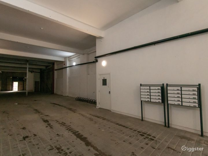 Spacious Exposed Brick Walls Facility in London Photo 2