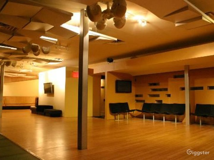 Club, restaurant, bar and event space: Location 3296 Photo 4