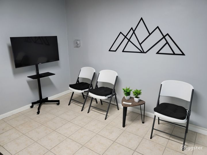 Therapy & Meeting Office, Filming & Photo Space Photo 5