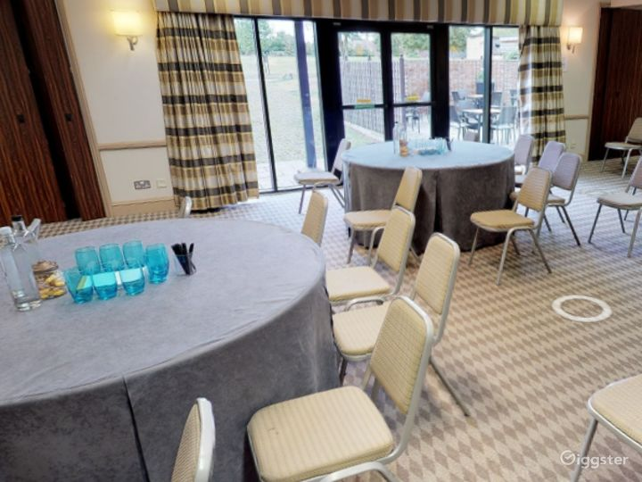 Small Meeting Room in Oxford Photo 4