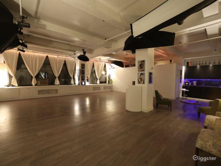 Spacious Modern Studio Photo 3