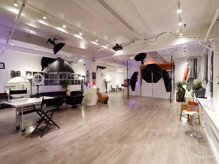 Spacious Modern Studio Photo 5