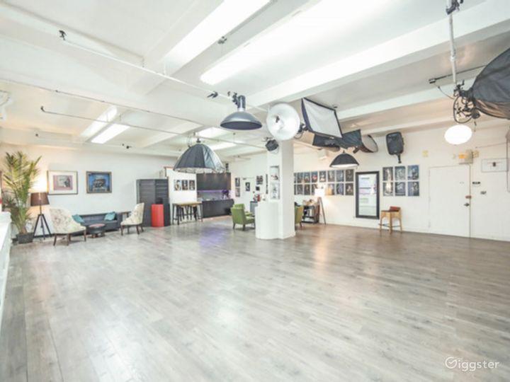 Spacious Modern Studio Photo 2