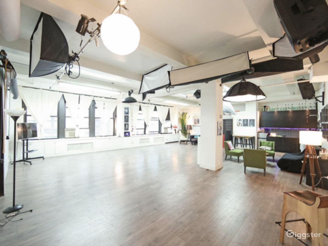 Spacious Modern Studio Photo 1