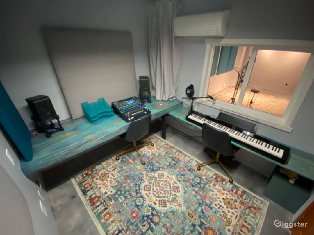 Studio to Record Your Next Single, Next Voiceover or Next Audio Reel Photo 1