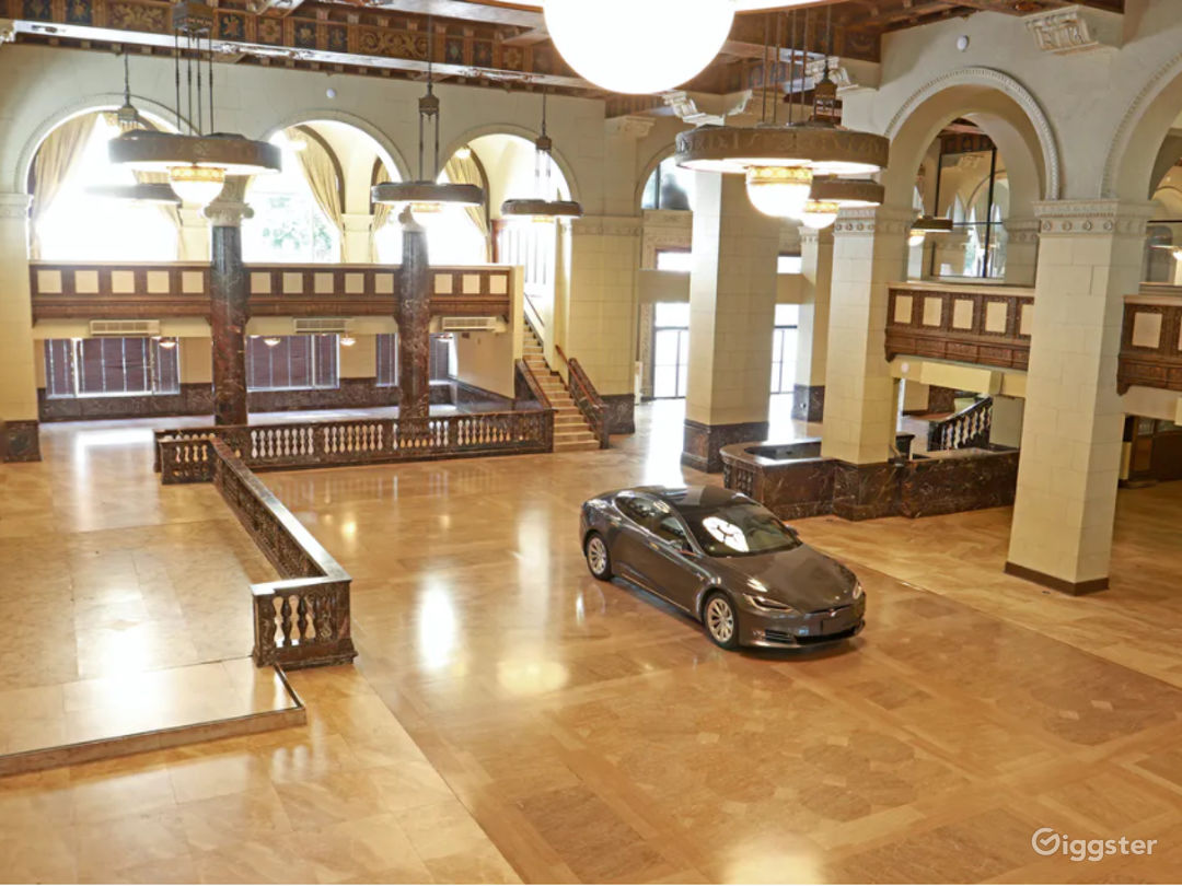 Spacious and Charming South Hall in L.A. Photo 1
