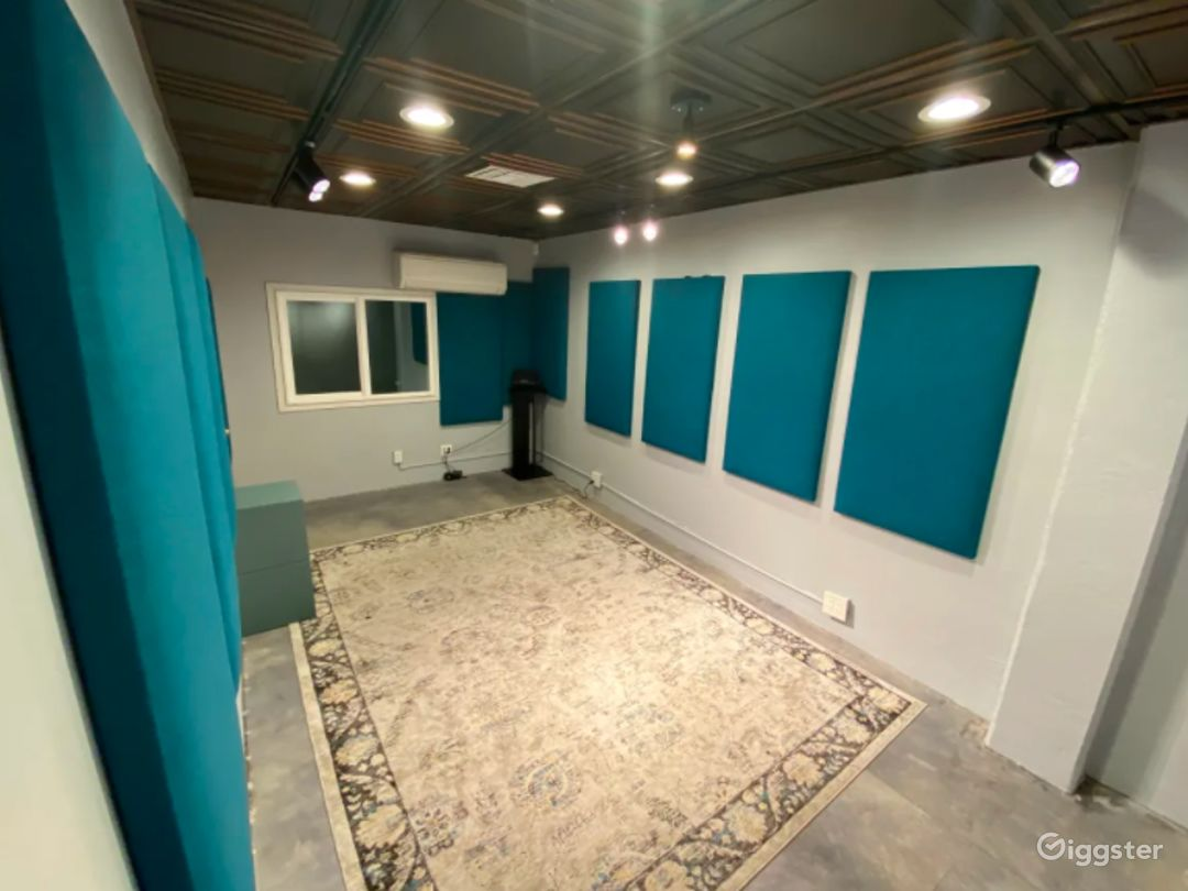 Recording Room- Self-tape, small group classes, wardrobe Room. Set up with professional lighting and sound system.
