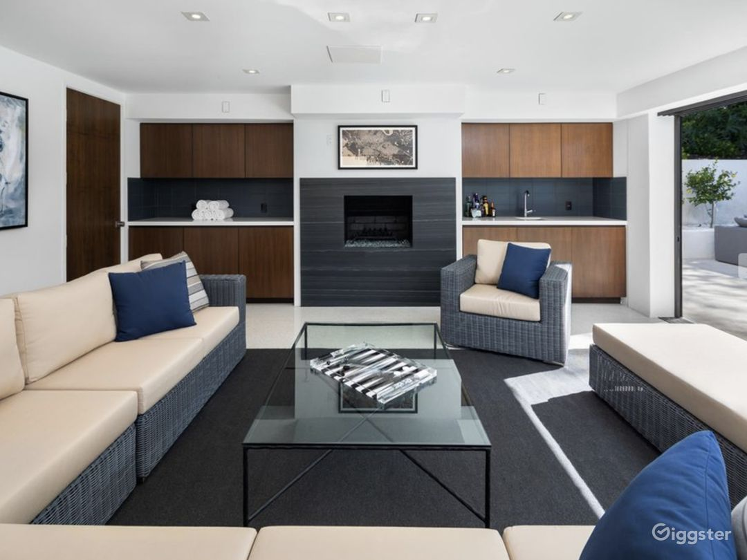 Hollywood Hills Luxury Mansion Photo 5