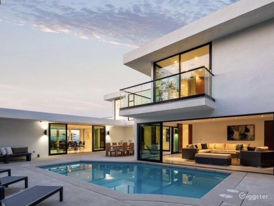 Hollywood Hills Luxury Mansion Photo 3