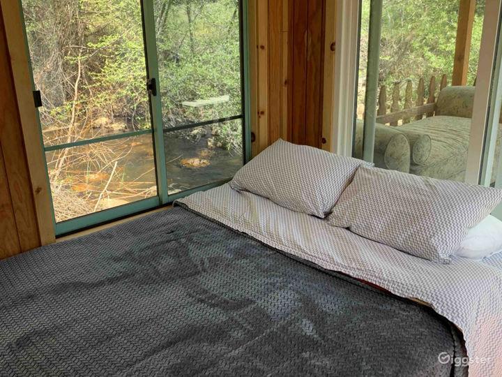 Intimate Riverside Cabin Photo 4