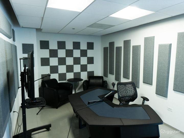 Chicago Loop Podcast / Recording Studio Photo 2