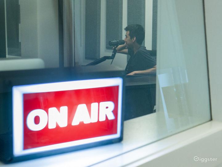 Chicago Loop Podcast / Recording Studio Photo 4