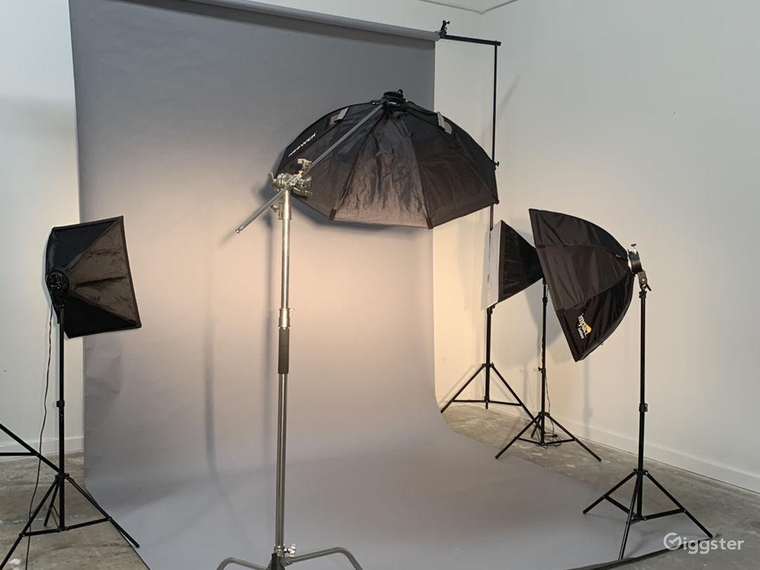 Quiet Office and Photo/Video Studio Photo 3