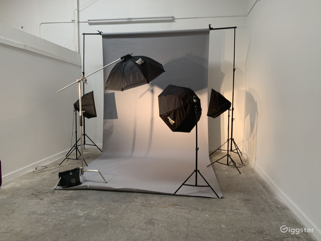 Quiet Office and Photo/Video Studio Photo 4
