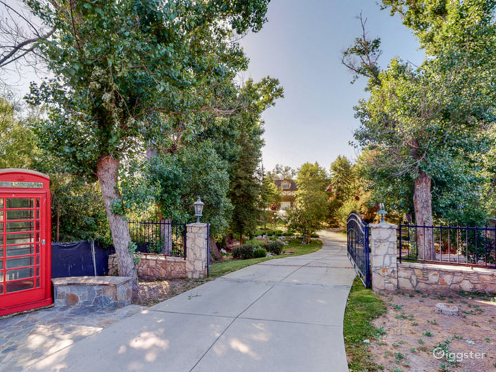 Second entry gate to access the home