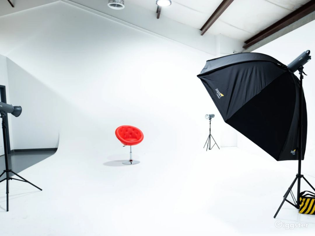 All White Studio Space with Garage Access Perfect for Photoshoots, and Car/Auto Productions Photo 1