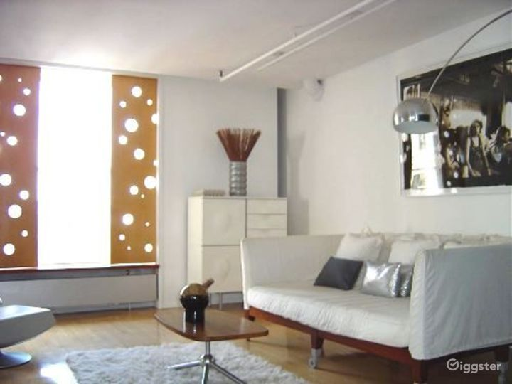 Large modern penthouse duplex: Location 2991 Photo 3