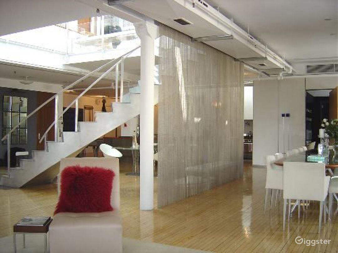 Large modern penthouse duplex: Location 2991 Photo 1