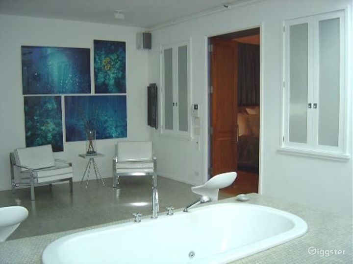 Large modern penthouse duplex: Location 2991 Photo 2